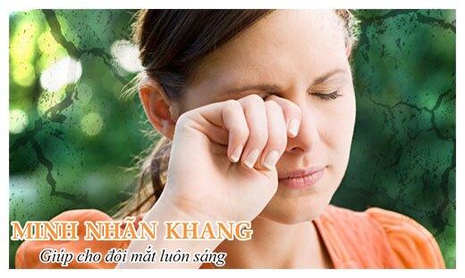 Mắt khô, ngứa, rát là triệu chứng thường gặp khi bị khô mắt
